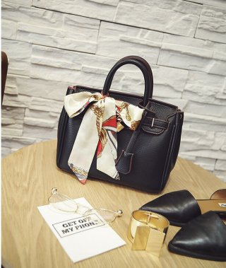 กระเป๋าถือหนังดำใบใหญ่ K-009