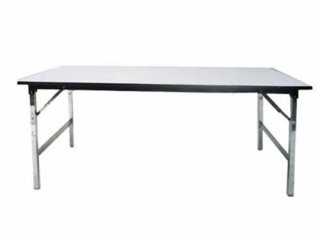 โต๊ะสี่เหลี่ยมไม่คลุมผ้า