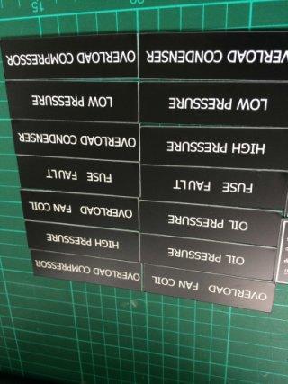 เนมเพลท โรว์มาร์ค (Rowmark Nameplate)