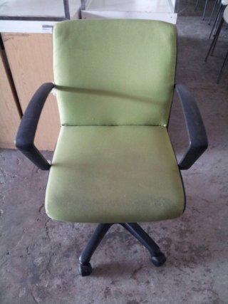 เก้าอี้สำนักงานเบาะผ้าสีเขียว
