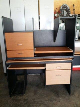 โต๊ะคอมสีบีท-ดำ ขนาด 1.2 ม.
