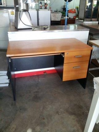 โต๊ะทำงานสีบีท-ดำ ขนาด 1.2 ม.
