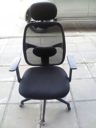 เก้าอี้สำนักงานพนักพิงสูง มีเบาะรองคอ