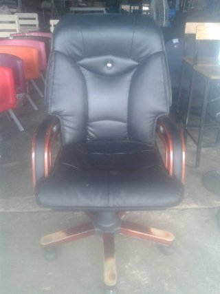 เก้าอี้เบาะหนัง