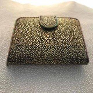 กระเป๋าสตางค์ปลากระเบนแบบ ขัดเรียบเคลือบฟิล์มทอง