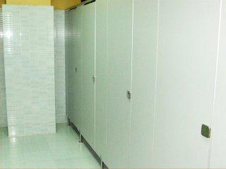 ผนังกั้นห้องน้ำสำเร็จรูป
