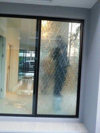สติ๊กเกอร์ติดกระจกบ้าน