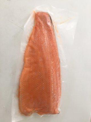 ปลาแซลมอนเทร้าแล่