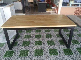 โต๊ะอาหารไม้ยางพารา Top 35mm