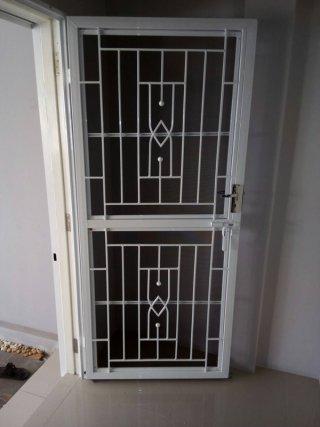 รับติดตั้งประตูเหล็กดัด