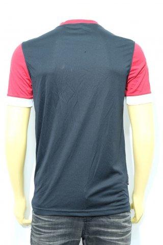 เสื้อกีฬาคอกลมสีดำแดง