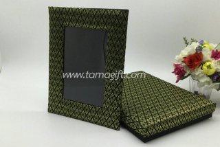 กรอบรูปผ้าไหมลายไทย