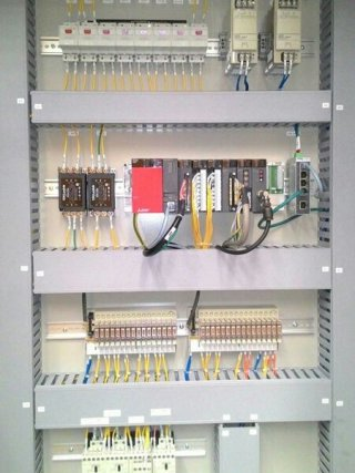 รับออกแบบระบบคอนโทรล ระบบ PLC