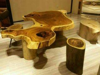 โต๊ะอาหารแผ่นไม้ขนาดใหญ่