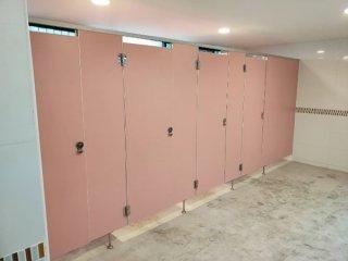 ผนังกั้นห้องน้ำสำเร็จรูป พร้อมติดตั้ง