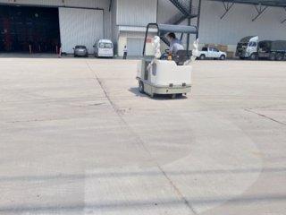 รถกวาดพื้นดูดฝู่น แบบนั่งขับ เครื่องยนต์ดีเซล รุ่น CS 90 D