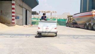 รถกวาดพื้นดูดฝู่น แบบนั่งขับ เครื่องยนต์ดีเซล รุ่น CS 120 D