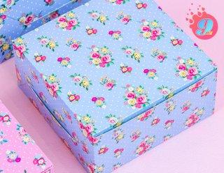กล่องสแน็คเล็ก ลายดอกไม้พื้นฟ้า