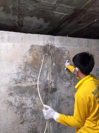 ซ่อมน้ำรั่วซึมผนังด้านข้างอาคาร